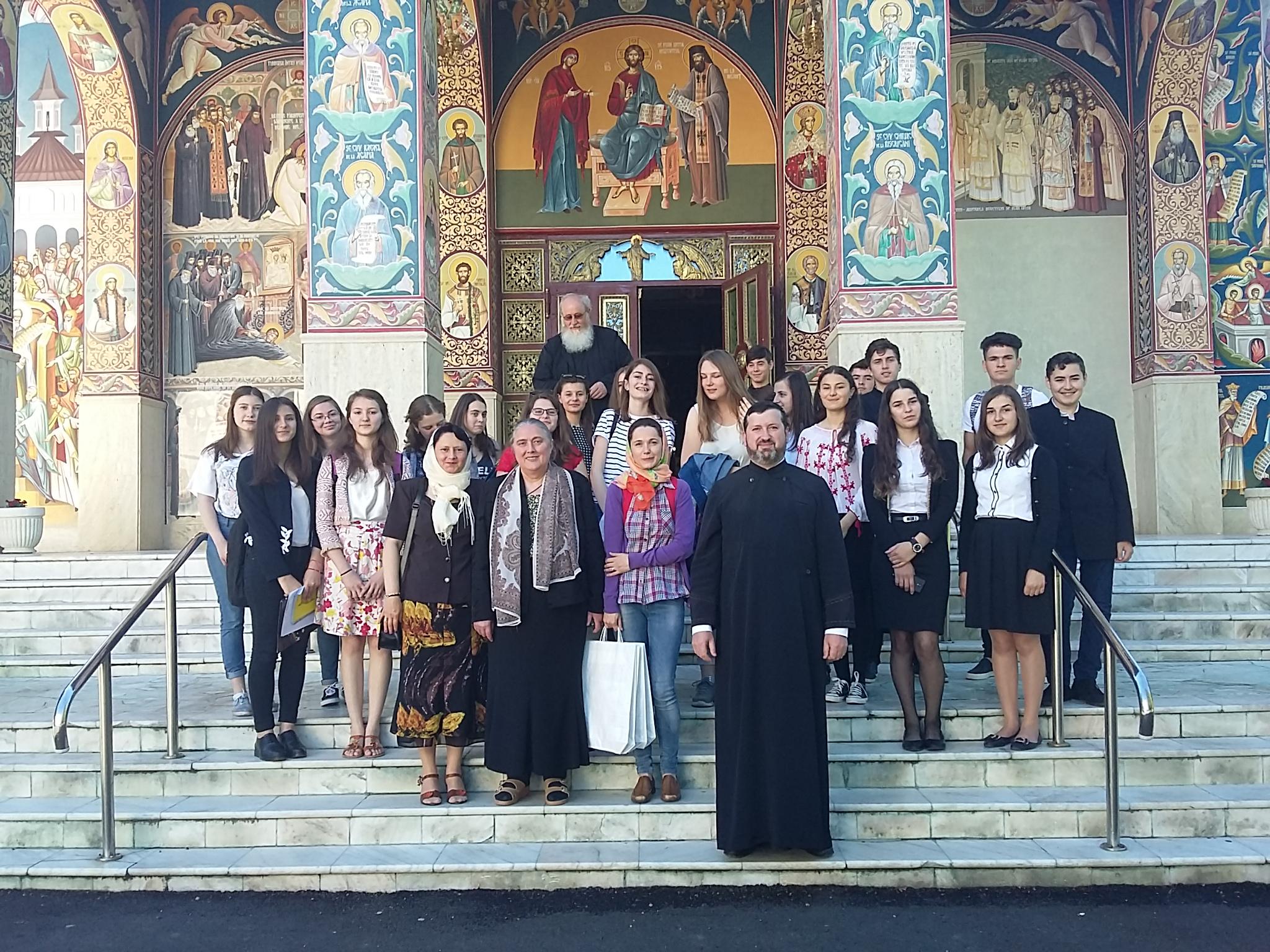 """Parteneriat educaţional  """"Mănăstirile – vetre de cultură şi spiritualitate"""""""