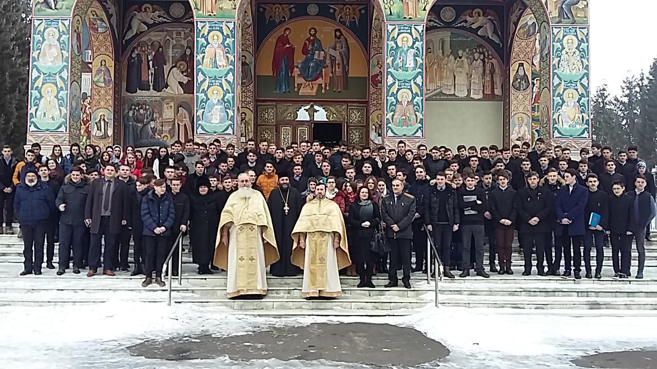 Seminarul de la Neamț a marcat sărbătoarea Sf. Trei Ierarhi