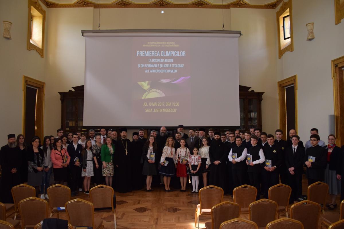 Elevii olimpici de Seminarul de la Mănăstirea Neamț, premiați de IPS Părinte Mitropolit Teofan