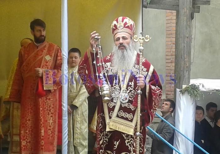 Elevi seminariști au dat răspunsurile la slujba sfințirii bisericii Centrului de Recuperare a Persoanelor cu Handicap din Păstrăveni-Neamț