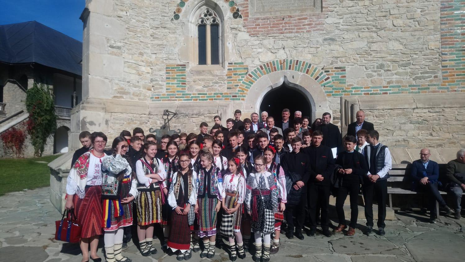 Actorul și poetul Dorel Vișan la Seminarul Teologic de la Mănăstirea Neamţ
