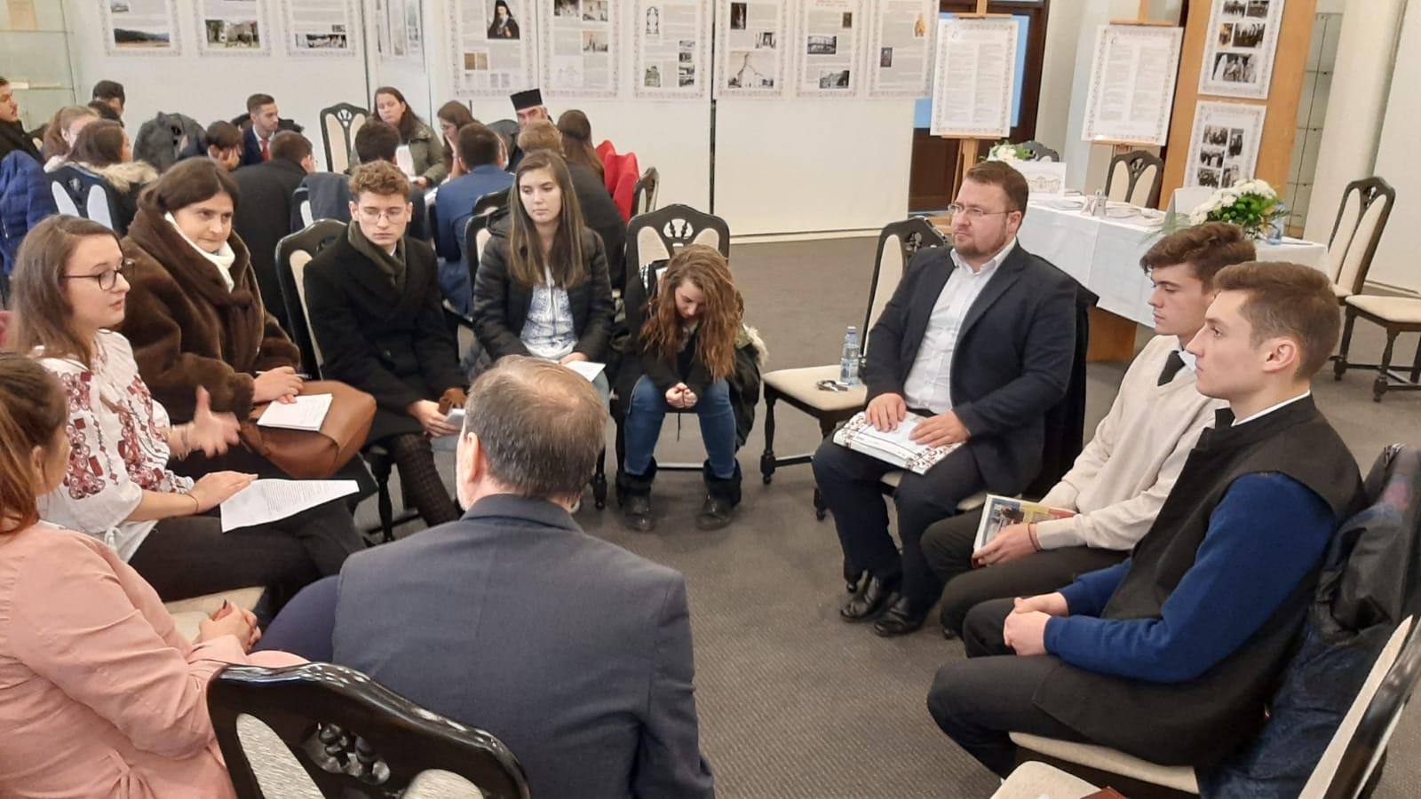 Elevi seminariști prezenți la cea de-a XX-a ediție a simpozionului organizat de Seminarul Teologic din Galați