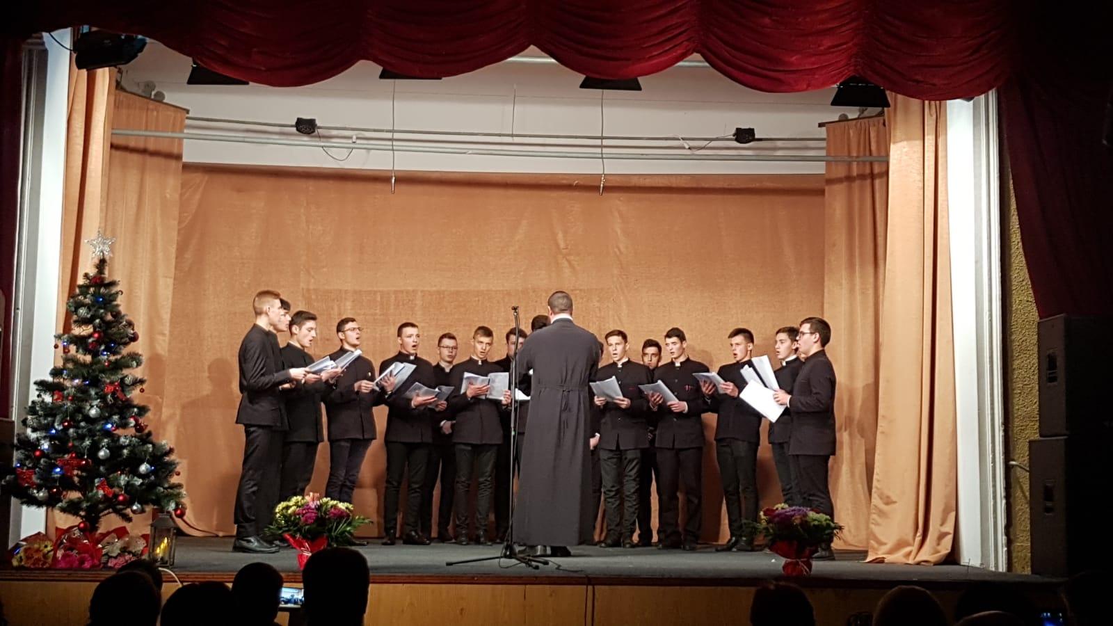 """Concertul filantropic """"Dăruind din suflet"""""""